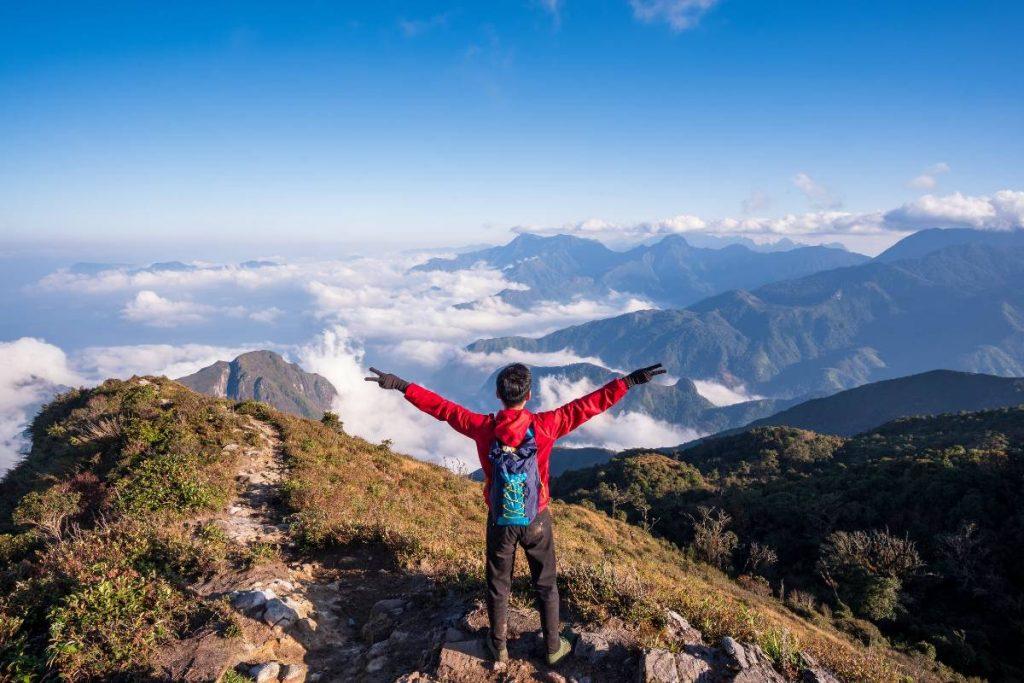 abbigliamento trekking montagna