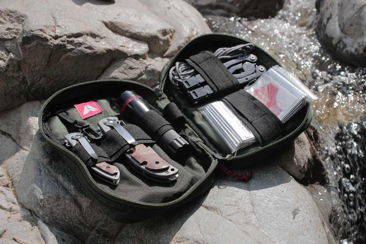 kit di emergenza per montagna e camping