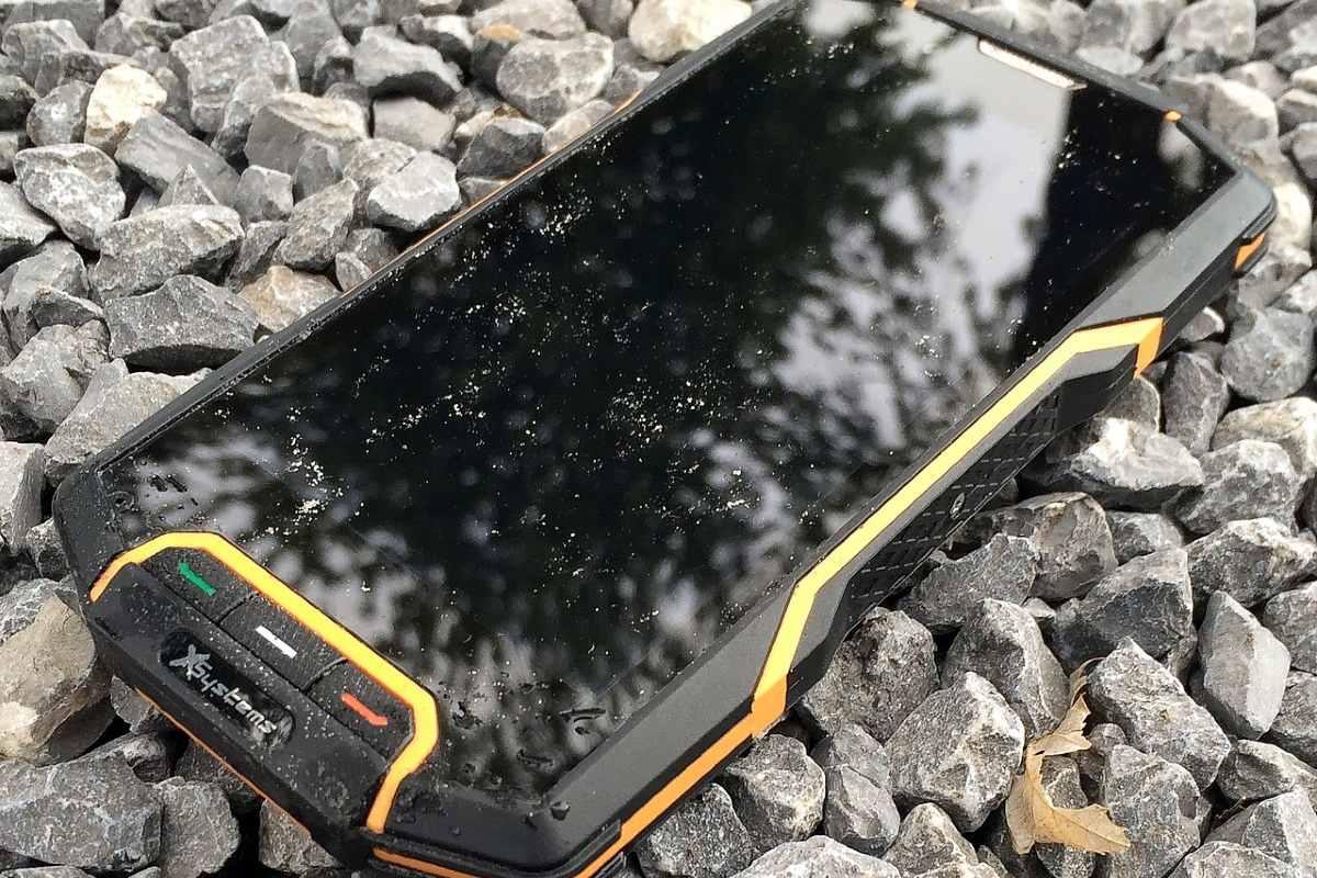 smartphone antiurto per montagna e sport estremi
